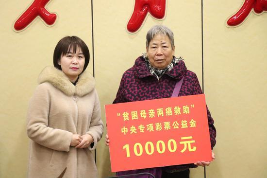 府谷县妇联举行农村贫困母亲两癌救助金及贫困妇女春节慰问金发放仪式