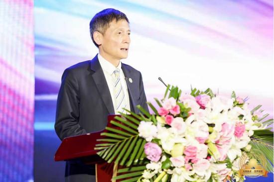 陕西省人民对外友好协会专职副会长曹辉主持会议