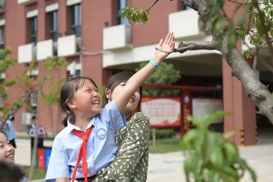 西安航天基地:最美校园采摘节 劳动教育收获多