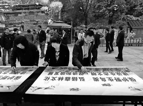 市民签名爱鸟护鸟
