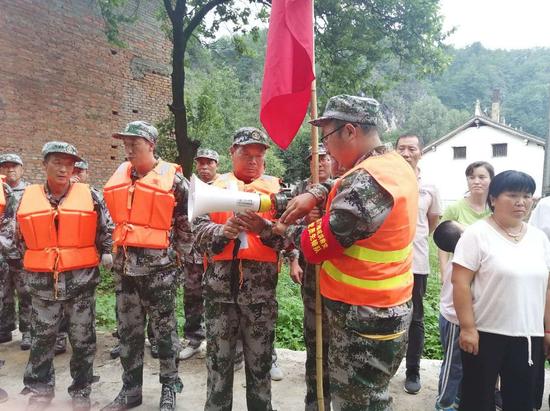 洛南县石门镇留题村党支部书记黄