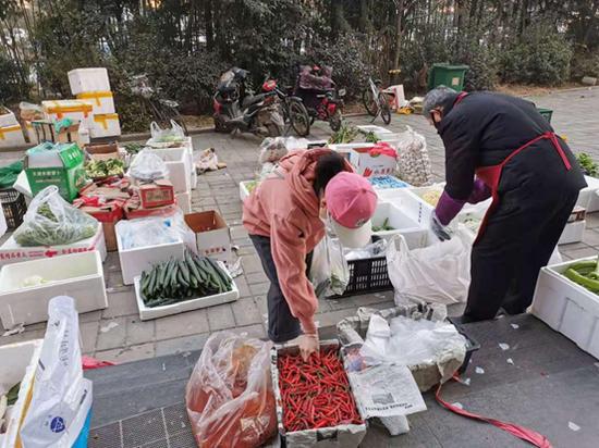 """蔬菜药品送上门 西安高新区居民安心""""宅""""家防疫"""