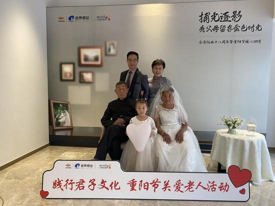金泰恒业十八周年暨重阳节拍照活动完美落幕