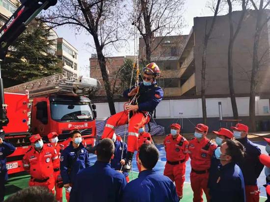 西安高新区特种应急救援中心开展技能培训