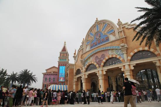 """88℃温泉乐园和乐华欢乐世界组成了西安乐华城""""水陆双园""""的游玩格局"""