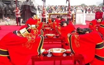 """西安汉城湖公园上演""""汉代集体婚礼"""""""