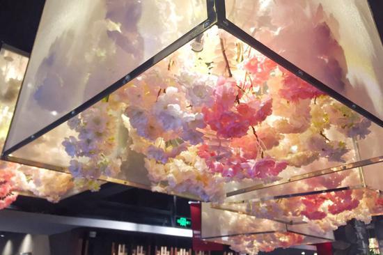 花房菇娘的花顶吊饰