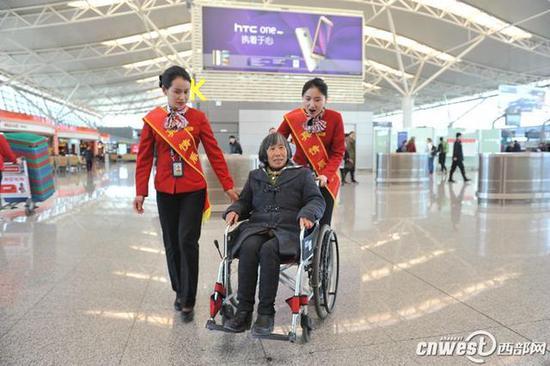 咸阳机场关注特殊旅客,注重优化特殊旅客乘机体验。(资料图)