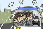 合阳两货车违法载人 一辆车挤了45人惊呆民警