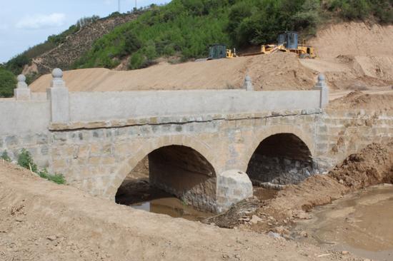 工行陕分行为元庄村修建的便民桥