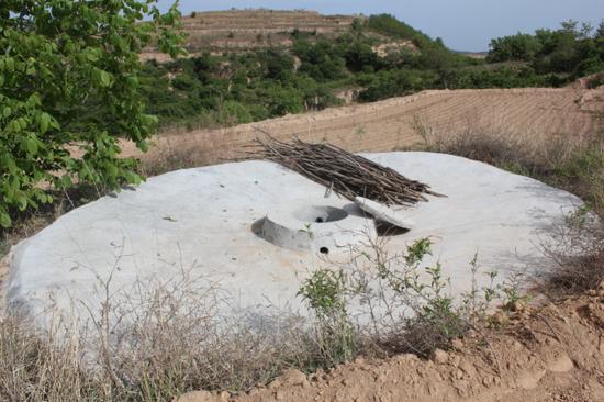 工行陕分行为苹果园区修筑了水窖