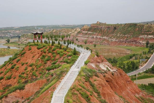 陕西最北沿黄公路旁的丹霞 康熙叫它莲花辿