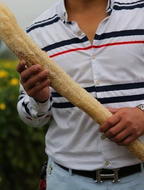 汉中巨无霸丝瓜:最长达1.5米