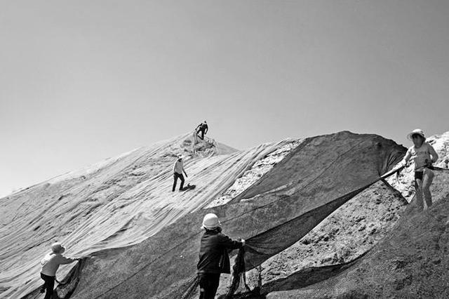 陕西青年摄影师环保摄影作品《治霾中……》亮相平遥国际摄影