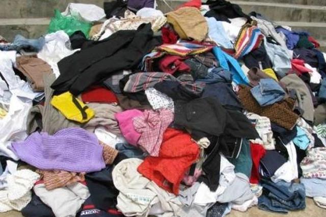 两男子偷1500个爱心衣橱里旧衣服 欲变卖获利