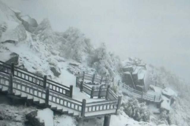 太白山迎来今秋首场雪!