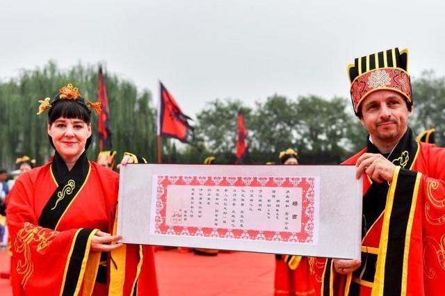 """西安""""上演""""汉式集体婚礼 30对新人参加"""