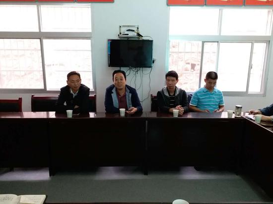 西安职业技术学院副院长寇宝明一行赴同力村走访慰问