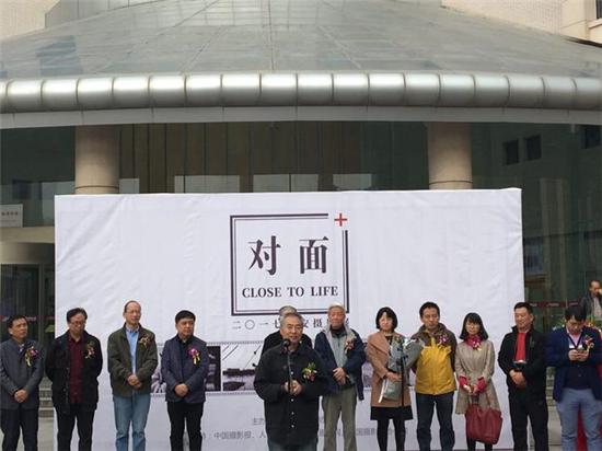 《对面》2017西安摄影展在陕西图书馆展厅展出