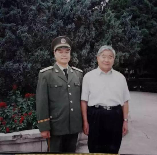 徐唯诚副院长与时任陕西省长程安东合影