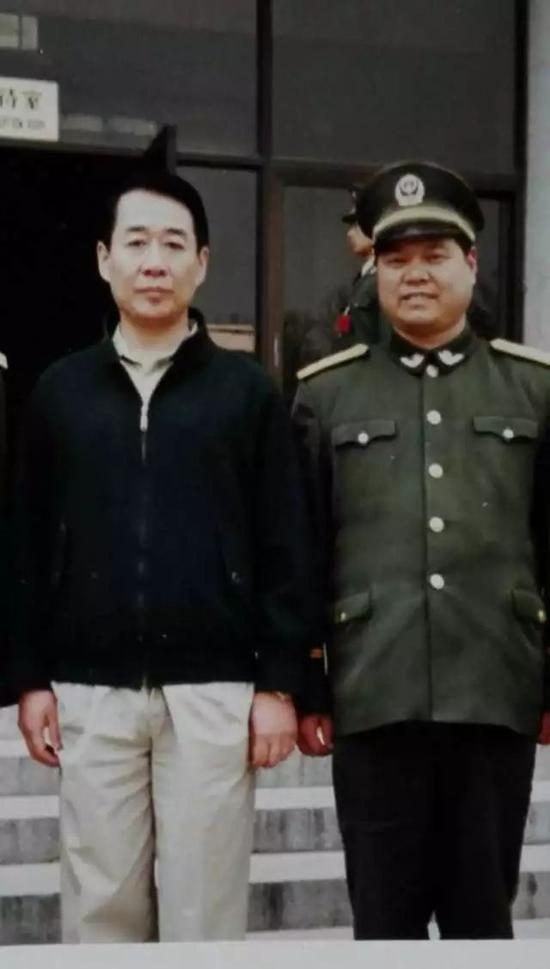 徐唯诚副院长与刘少奇儿子刘源上将合影