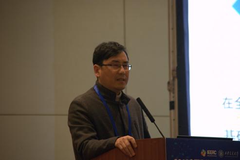 上海建桥学院校长朱瑞庭发表讲话