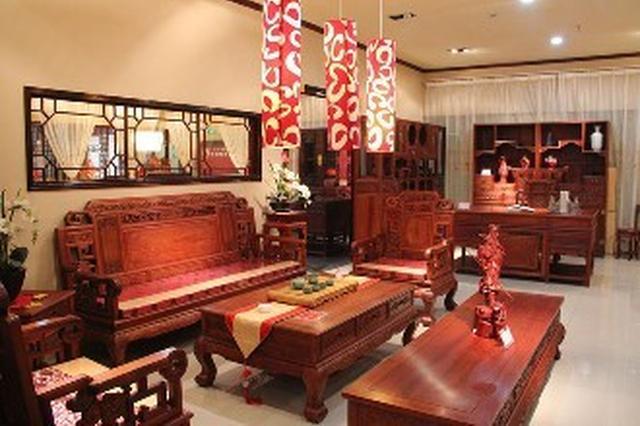"""6万多元买的家具出问题 亿典红木玩""""失联"""""""