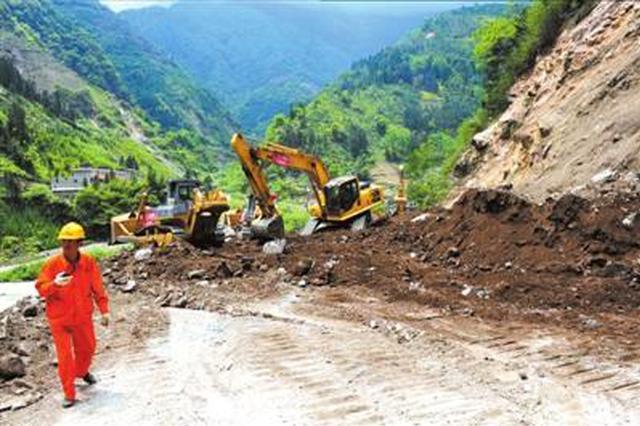陕西首次成功预警公路边坡中型崩塌 塌方路段仍在抢修