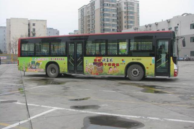 为等178路公交乘客排长队 公交公司:加密出车频率