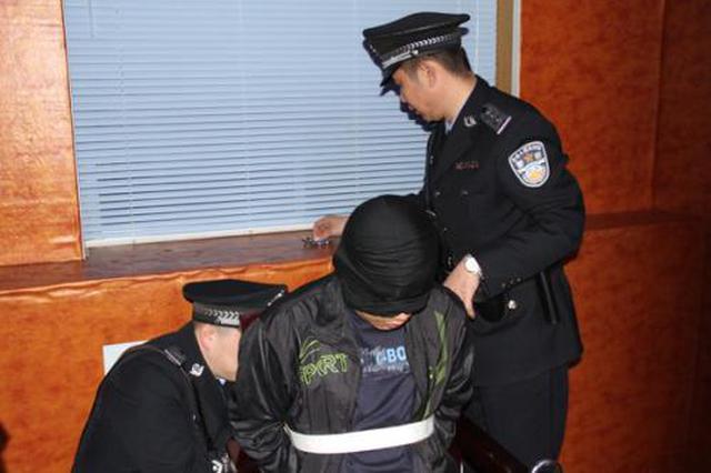 案犯抢劫杀人潜逃20年 西安买火车票时被抓获
