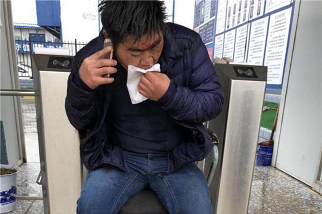 咸阳一农民工工长讨薪未果 反遭项目经理等人围殴