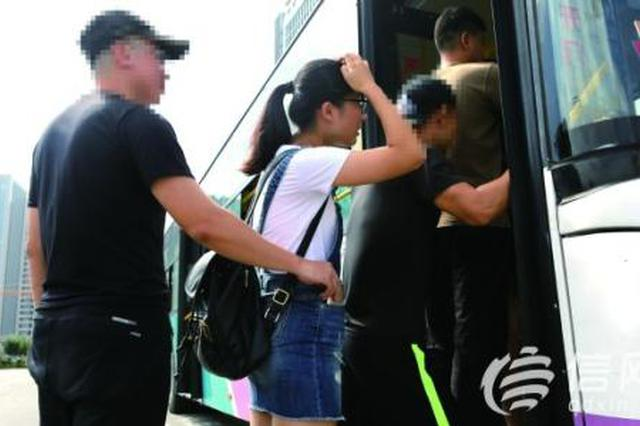 咸阳52路公交司机勇擒扒手 追回乘客被盗钱包