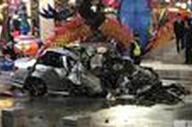 曲江一奔驰轿车追尾工程车瞬间起火 造成1死2伤