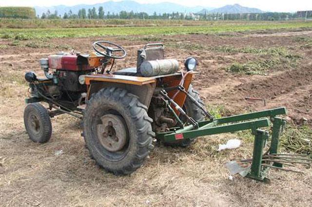 西安一农用拖拉机肇事两人被撞身亡 车辆现场逃逸