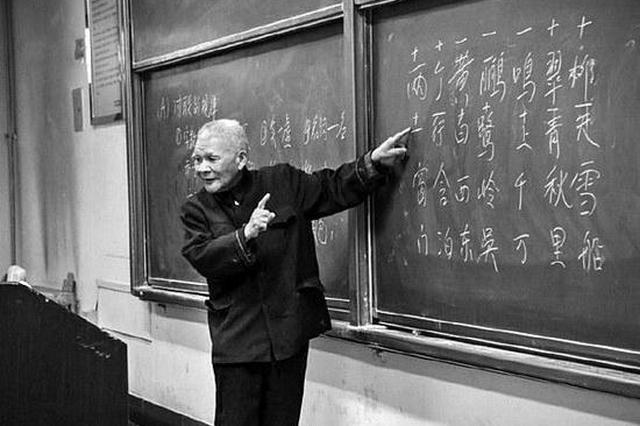 """93岁""""网红教授""""扎根西安 上央视盛赞唐诗宋词"""