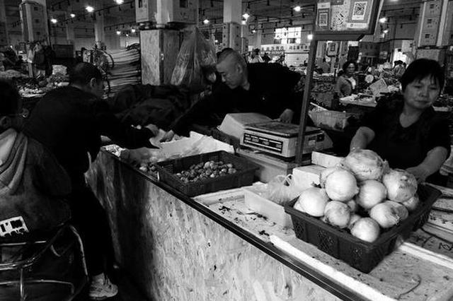 西安一女菜贩凌晨去世 商户和管理员帮她卖菜