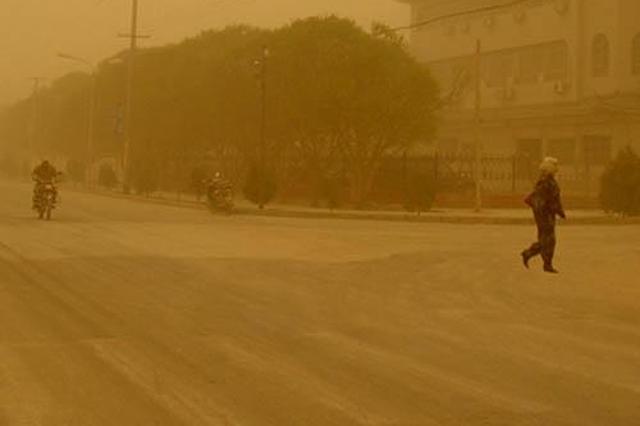 预报的强沙尘没来西安 被堵在了甘肃白银区域