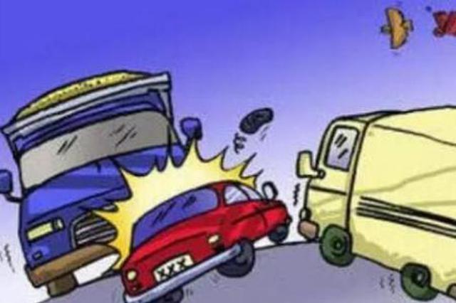 商洛:救护车与轻卡车相撞 三人受伤一人不幸遇难
