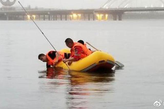男子灞河边游玩落水不幸身亡 救援队连夜救援
