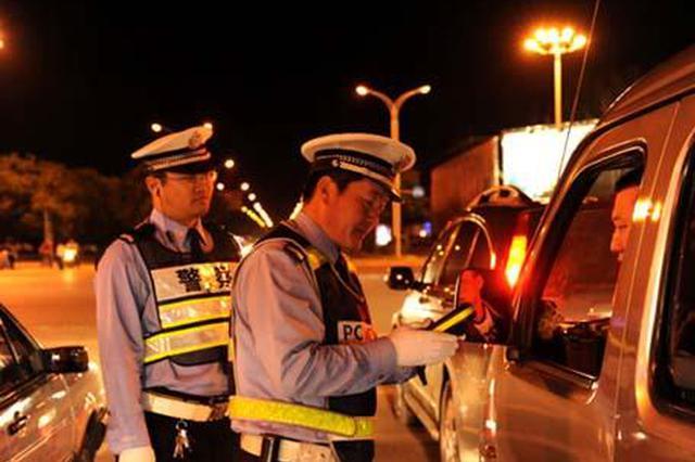 汉中女子开车玩手机与两货车相撞 不仅酒驾还吸毒