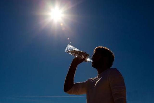 陕西发布高温天工作通知 40℃以上停止露天作业