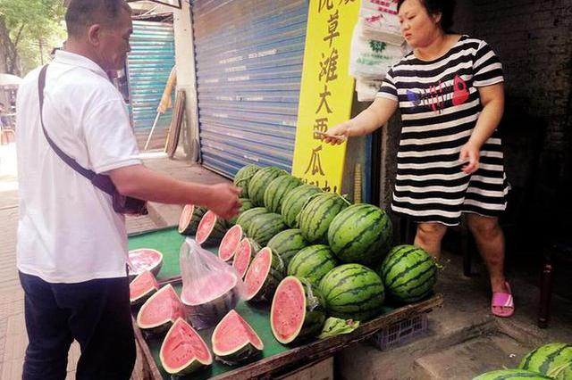 瓜源紧张运输成本增加 今夏的西瓜有点贵