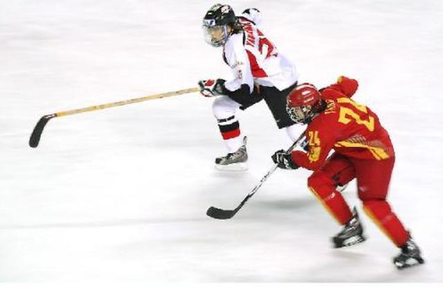 陕西省首届冰球联赛举行 多支球队展开激烈角逐