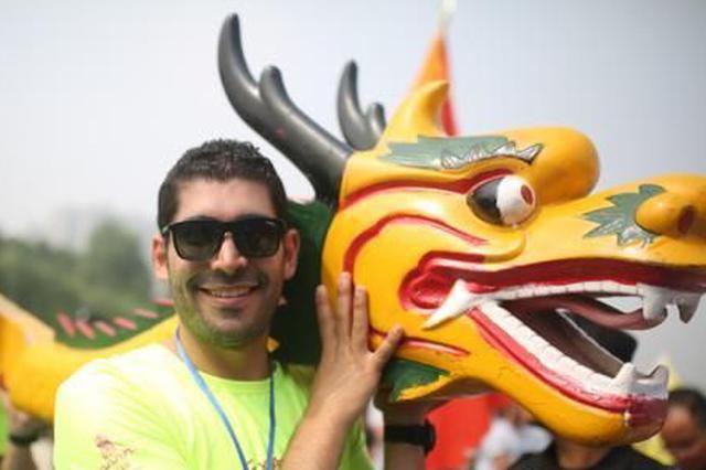 西安汉城湖第六届龙舟节开赛 众高手对决(图)