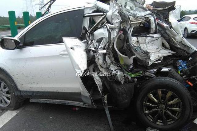 福银高速上半挂车追尾越野车 一女孩不幸遇难