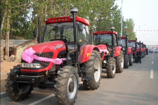 """杨凌:""""最牛""""婚车 6辆拖拉机迎娶新娘"""
