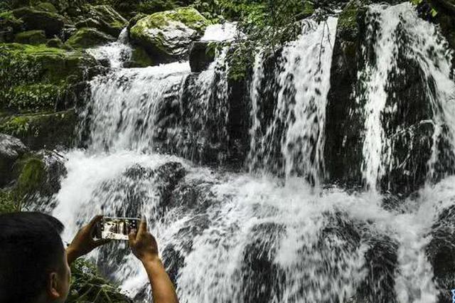 安康大山深处惊现120余个瀑布群 景色美呆了