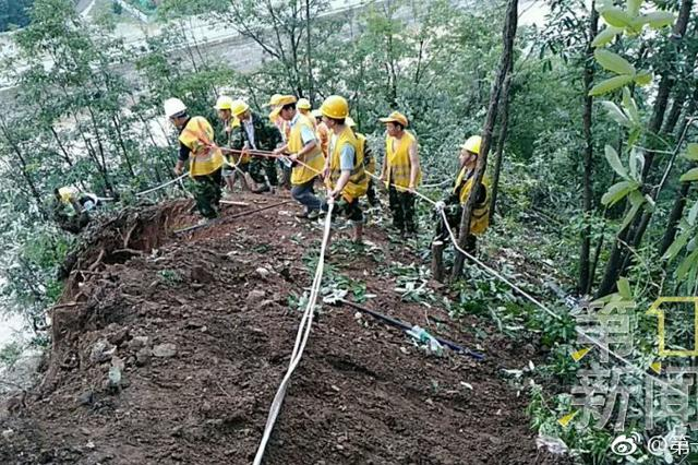 陕西千名铁路工人在悬崖上抢修宝成铁路