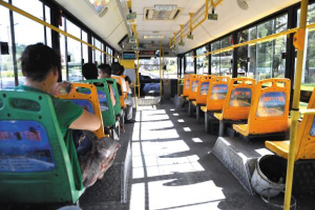 无空调公交车车厢最高温度达41℃ 驾驶员期盼都有空调
