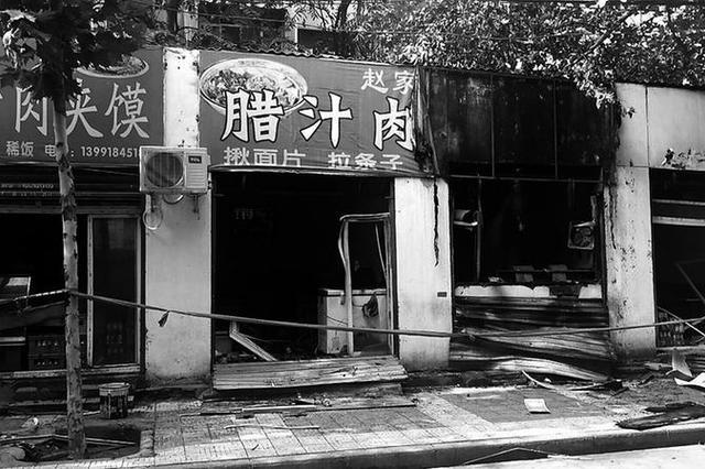 西安纺七路5家店铺过火 导致附近小区停电